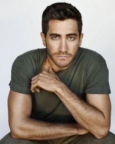 "Jacob Benjamin ""Jake"" Gyllenhaal is an American actor. The son of director Stephen Gyllenhaal and screenwriter Naomi Foner, Gyllenhaal began acting at the age of ten. Jake Gyllenhaal, Look At You, How To Look Better, Pretty People, Beautiful People, Beautiful Person, Beautiful Pictures, Xavier Samuel, Portrait Studio"