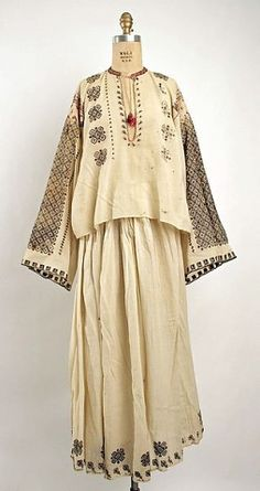 Ensemble Date: century Culture: Romanian Historical Costume, Historical Clothing, Traditional Fashion, Traditional Dresses, Folk Costume, Costumes, Ethnic Dress, Russian Fashion, Vintage Fashion