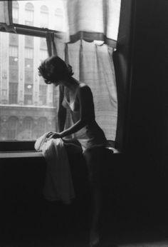 Lillian Bassman, 1948   reblogged by http://adreciclarte.tumblr.com/