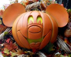 Mickey's Not So Scary Halloween Party -- it's Halloweentime! (I want someone to carve me this pumpkin decoration...please!)