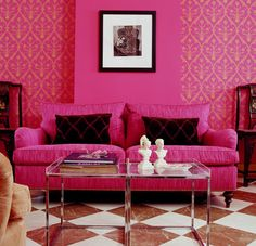 Bright pink wallpaper and sofa, glam living room in statement pink. Pink is balanced with the checked marble floor in red and white. Hicks Moghul wallpaper by Cole & Son in hot pink. Flat Interior, Decor Interior Design, Interior Decorating, Interior Doors, Decorating Ideas, Rosa Sofa, Murs Roses, Pink Sofa, Pink Chairs
