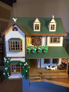 """""""This was an original Sylvanian Famillies house! Dollhouses, Mansions, The Originals, Twitter, House Styles, Home Decor, Playmobil, Luxury Houses, Interior Design"""