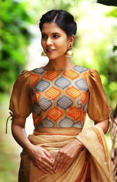 Drool Worthy Latest Blouse Designs - The List Will Amaze You Blouse Back Neck Designs, Fancy Blouse Designs, Latest Saree Blouse Designs, Blouse Styles, Sleeves Designs For Dresses, Stylish Blouse Design, Designer Blouse Patterns, Puff Sleeves, Golden Blouse Saree