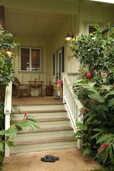 Retro Hawaii Beach Cottage - traditional - porch - hawaii - Fine Design Interiors, Inc
