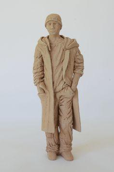 Mann mit Mantel, 10 x 7 x 26,5 cm (BxTxH)