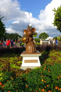 Princess Minnie is all ready for Halloween! #MNSSHP