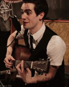 brendon urie face gif | Brendon Urie Gifs