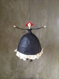 Paper Crafts - The Ultimate Craft Ideas Paper crafts had been very popular for a while now. Paper Clay, Diy Paper, Paper Mesh, Diy And Crafts, Arts And Crafts, Paper Mache Sculpture, Paper Mache Crafts, Clay Dolls, Fairy Dolls