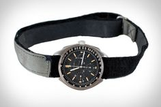 The unique watch, which was worn by US astronaut Colonel Dave Scott during the 1971 Apollo 15 mission, was auctioned in Boston, Massachusetts. Omega Speedmaster Watch, Fancy Clock, Moon Watch, Bulova Accutron, Bulova Watches, Watch Model, Luxury Watches For Men, Watch Brands, Breitling