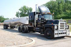 Cool Semi-Trucks | IMG SOURCE: http://farm8.staticflickr.com/7095/7355654310_ab9fc95af1_z ...