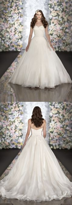 I know I'm already married but this gown is gorgeous!! One day a friend of mine needs to wear this!