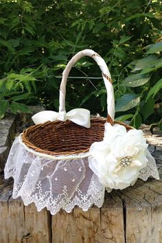 Cute lace and flowers on this rustic flower girl basket. (scroll down to #6 on the page). #MyOnlineWeddingHelp