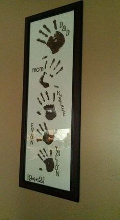 Projekte Dekoration Love drawings to draw with your hands and feet Family Crafts, Baby Crafts, Crafts To Do, Home Crafts, Crafts For Kids, Arts And Crafts, Family Hand Prints, Family Print, Family Wall Decor