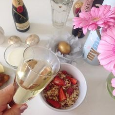 Still eating my favorite Easter muesli by @mymuesli   #mymuesli #food #foodie #foodgram #foodporn #brunch #breakfast #breakfastforchampions #lifestyle #goodlife #blogger_de #bloggerstyle_de #fashion #fashionista #fashionblogger #fashionblogger_de #hh #hamburg #moet #moetchandon #champagne #sektfrühstück #missetoile #paris #flowers #flowergram #flowerstalking #flowerpower