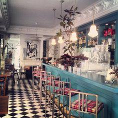 GANZ Café-Bistrot, el auténtico Brunch (Madrid) Restaurant Concept, Restaurant Tables, Cafe Restaurant, Bar A Vin, Madrid Restaurants, Bakery Decor, Waffle House, Coffee Places, Restaurant Interior Design