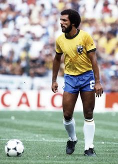 Júnior em ação durante a Copa do Mundo da Espanha em 1982.