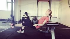 For better legs do this! Single leg bench flute bridge raise #mintymoment #fitness #weight #weightlifting #motivation #goals #strong #girlswholift #weightlifting #health #gym #workout #nike #bench #legs #legworkout