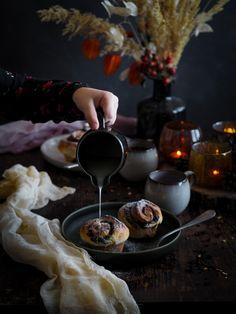 Povidloví šneci s ořechama a skořicí | Máma peče doma Chocolate Fondue, Macarons, Cupcakes, Sweets, Baking, Food, Cupcake Cakes, Gummi Candy, Candy