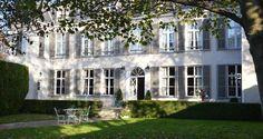 Cet élégant hôtel particulier du 18e siècle se situe à Châlons-en-Champagne.