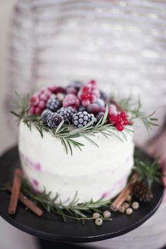 winter berry cake.