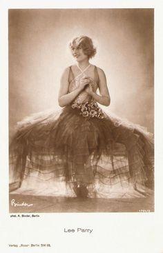 German postcard by Ross Verlag, 1927-1928. Photo: Alex Binder.