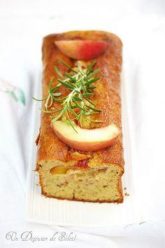Cake aux pêches, mascarpone et romarin (sans beurre)