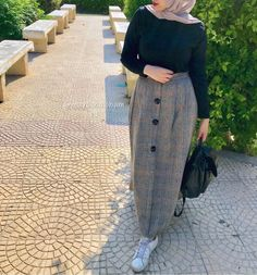 Azyaa et Malabis mohajaba chic 2019 Azyaa et Malabis mohajaba chic 2019 Hijab Style Dress, Modest Fashion Hijab, Modern Hijab Fashion, Casual Hijab Outfit, Hijab Fashion Inspiration, Ootd Hijab, Hijab Chic, Muslim Fashion, Skirt Fashion