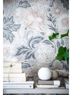 I Love these wallpapers with flowers in different shades of blue and beige from Sandbergs Tapeter, the Anna Kubel collection. Interior Wallpaper, Wall Wallpaper, Sandberg Wallpaper, Bedroom Wallpaper, Luxury Bedroom Design, Interior Design, Black Flowers Wallpaper, Monday Inspiration, Farmhouse Style Kitchen