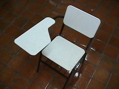 mobiliaro escolar hecho con tablas de plastico reciclado Recycled Plastic Furniture, Folding Chair, Recycling, Home Decor, Products, Boards, Upcycling, So Done, Furniture