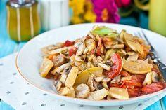 Кабачки с грибами в мультиварке - блюдо незатейливое, но вкусное. Его можно подать как основное, как гарнир, как теплый салат и как закуску на кусочке хлеба
