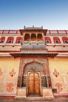 ॐ Jaipur City Hindu Palace, India - Peacock Gate -  मोर द्वार. Hinduism Architecture, India 卐