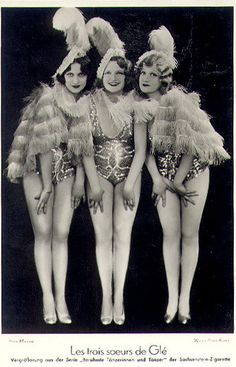 ∴ Trios ∴ the three graces & groups of 3 in art and photos - Three Sisters Cabaret Dancers postcard by Manasse Burlesque Show, Vintage Burlesque, Burlesque Costumes, Vintage Girls, Vintage Love, Vintage Beauty, Vintage Fashion, Cabaret, Belle Epoque