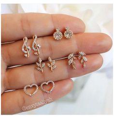 Indian Jewelry Earrings, Fancy Jewellery, Jewelry Design Earrings, Gold Earrings Designs, Gold Jewellery Design, Ear Jewelry, Designer Earrings, Wedding Jewelry, Jewelry Accessories