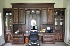 amazing desk! What a work space.