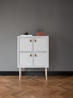 Pretty Movement - The place to be to check out inspiring IKEA Hacks. - Prettypegs - Kallax Bureau By Viktoria Holmgren Pretty Movement - The place to be to check out inspiring IKEA Hacks. - Prettypegs - Kallax Bureau By Viktoria Holmgren Ikea Malm Drawers, Ikea Kallax Hack, Modern Dollhouse Furniture, Discount Furniture Stores, Furniture Legs, Urban Furniture, Luxury Furniture, Best Ikea, Ikea Cabinets