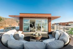 Einzigartiges Penthouse mit atemberaubendem See- und Bergblick, Seezugang sowie Hotelanbindung am Wörthersee Style At Home, Modern, Mansions, House Styles, Outdoor Decor, Home Decor, Objects, Real Estates, Luxury