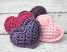 """Crochet Puffy Hearts ~ this can go on the Valentine's Day wreath (see on board """"Wreaths DIY and Others"""" ~ or use them to decorate your home ~ FREE - CROCHET"""