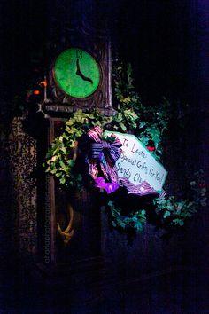 Disneyland // Haunted Mansion Holiday
