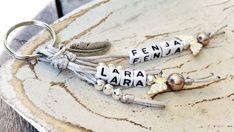 Individueller Schlüsselanhänger mit 2 Namen, Schutzengel und Feder (grau/coffee) in Uhren & Schmuck, Luxus-Accessoires, Schlüsselanhänger | eBay!