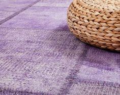 Unser Team in Istanbul arbeitet engagiert in einer kleinen Sukhi-Werkstatt und stellt wunderschöne Teppiche her. Hier ist dein Patchwork-Teppich von Sukhi http://www.Sukhi.de