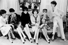 1957 - Chanel creates the two-tone shoe. In this picture the Italian actress Gina Lollobrigida surrounded by CHANEL House models wearing suits and two-tone shoes Fall/Winter Haute Couture collection) © Photo Philippe Garnier / Elle-Scoop. Style Coco Chanel, Coco Chanel Mode, Coco Chanel Fashion, Chanel Vintage, Christian Dior, Christian Louboutin, Karl Lagerfeld, Gina Lollobrigida, Fashion Editor