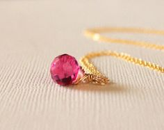Collier à pendentif Rubellite Quartz pierres précieuses. 14K remplissage de l'or ou argent, Simple tous les jours minimaliste, rose, Fuchsia, cadeau de demoiselle d'honneur