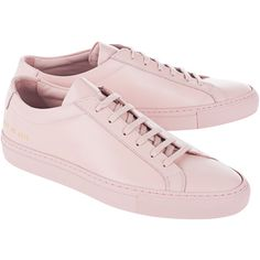 Common Projects Original Achilles Low Blush // Flat leather sneakers (€345) ❤ liked on Polyvore featuring shoes, sneakers, lacing sneakers, rubber sole shoes, flat shoes, pink sneakers and pink shoes