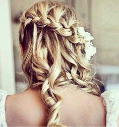Waterfall braid for romantic bridal hair. Waterfall braid for romantic bridal hair. Popular Hairstyles, Pretty Hairstyles, Braided Hairstyles, Braided Updo, Braided Waves, Amazing Hairstyles, Funky Hairstyles, Bun Updo, Fashion Hairstyles