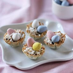 Cute Easter cups filled with chocolate, toasted coconut and mini Cadbury eggs, ready in less than an hour! Tart Recipes, Baking Recipes, Cadbury Easter Eggs, Phyllo Cups, No Sugar Diet, Egg Tart, Mouth Watering Food, Mini Eggs, Toasted Coconut