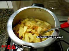 BATATA FRITA NA PRESSÃO - Obs.: As batatas devem ficar na panela de pressão, com o fogo desligado por meia hora.