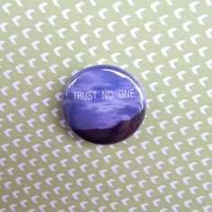 """X-Files Trust No One Fox Mulder Dana Scully Pin Pinback Button 1 Inch 1"""" One Inch 1990s 90s TV Television Show Sci Fi http://www.wittybutons.com"""