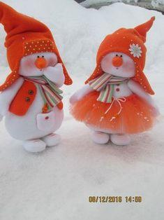Tablero de Navidad de Maria Christmas Things To Do, Felt Christmas, Christmas Snowman, Christmas Projects, Christmas Ornaments, Sock Snowman, Cute Snowman, Handmade Christmas Decorations, Felt Ornaments