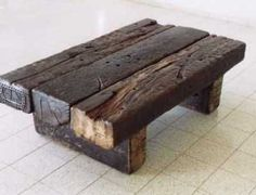 railway sleeper log as table design Log Furniture, Small Furniture, Furniture Projects, Garden Furniture, Rustic Table, Wood Table, Rustic Wood, Diy Wood Projects, Wood Crafts
