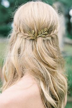 hair down wedding hairstyles, wedding hairstyles for long hair - hair down bridal hairstyle with braid
